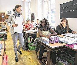Lehrerin Claudia Müllauer mit ihrer 3. Klasse der NMS in Wien-Favoriten.© Jenis